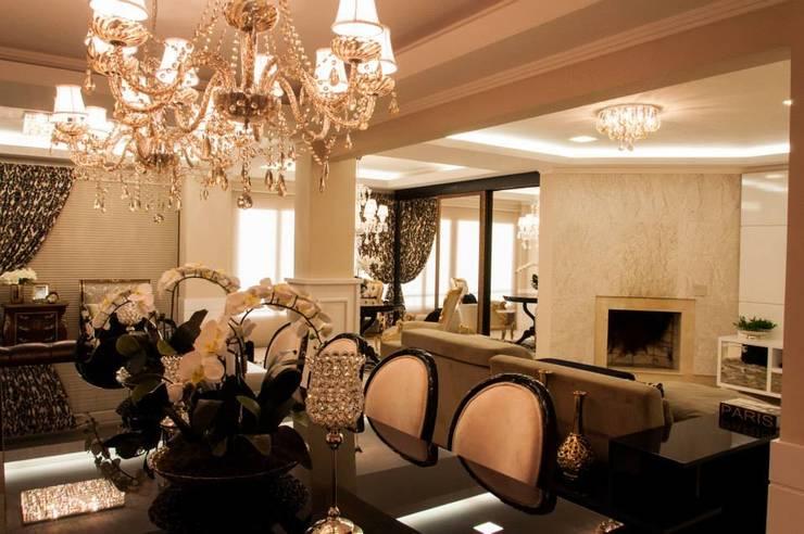 APARTAMENTO CLÁSSICO: Salas de jantar clássicas por Apê 102 Arquitetura