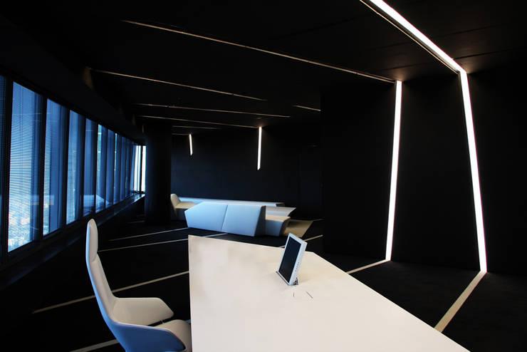 despacho: Oficinas y Tiendas de estilo  de CANDIDO HERMIDA N.M