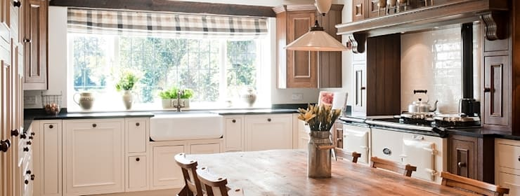 Crompton Kitchen Painted Oak: country Kitchen by Belvoir Interiors Ltd