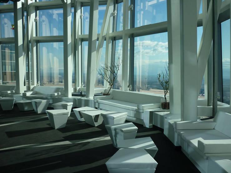 terraza: Oficinas y Tiendas de estilo  de CANDIDO HERMIDA N.M