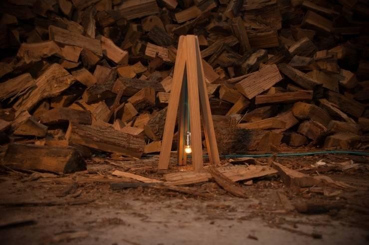 Tipi tafel lamp :  Woonkamer door DesignStudioVandaag