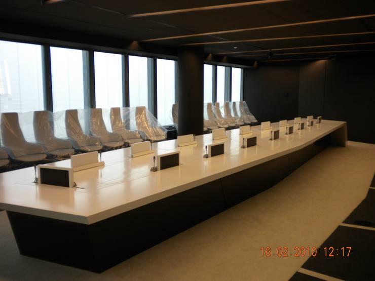 sala de juntas: Oficinas y Tiendas de estilo  de CANDIDO HERMIDA N.M