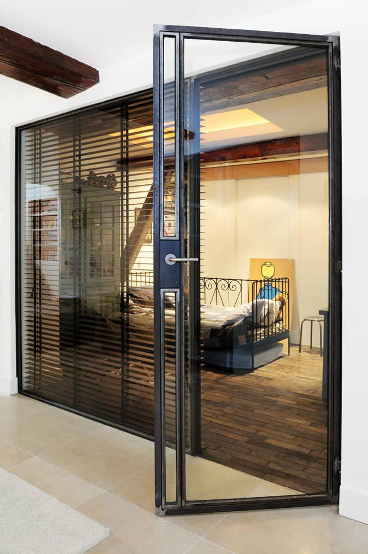 Renovatie souterrain en bel-etage aan de gracht:  Kinderkamer door Kodde Architecten bna, Modern