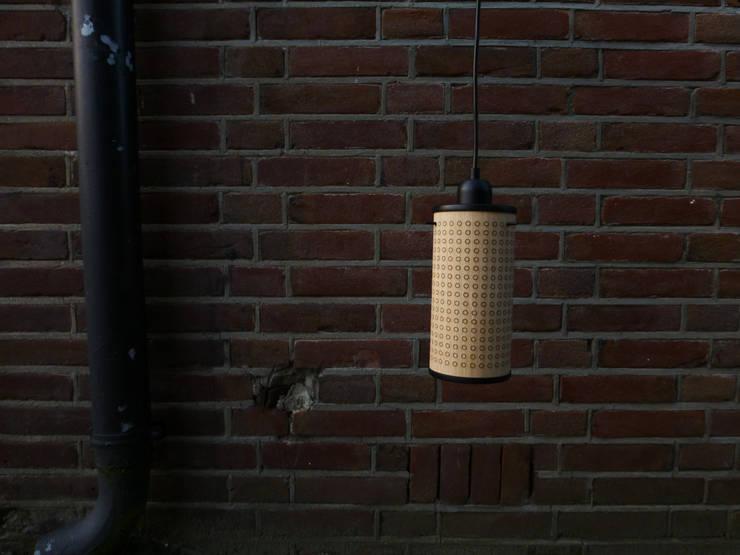 Sparkle100 - Ø100x200mm - Eiken/Mat Zwart:  Woonkamer door DesignStudioVandaag