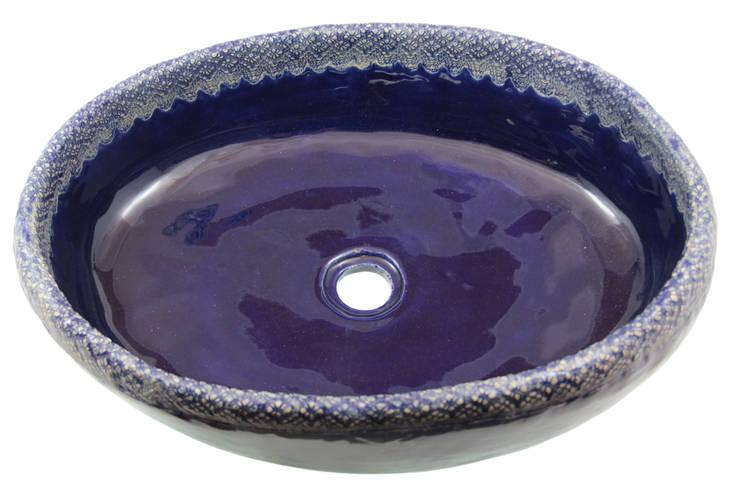 Granatowa umywalka z koronką: styl , w kategorii Łazienka zaprojektowany przez Florisa