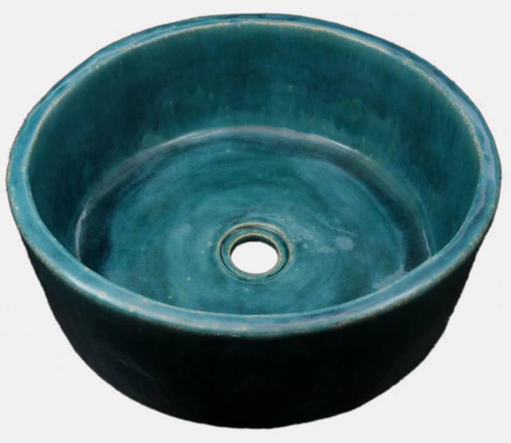Turkusowa umywalka ręcznie formowana: styl , w kategorii Łazienka zaprojektowany przez Florisa