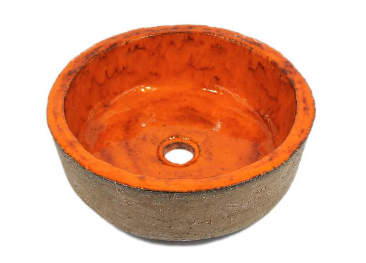 Pomarańczowa umywalka rustykalna : styl , w kategorii Łazienka zaprojektowany przez Florisa
