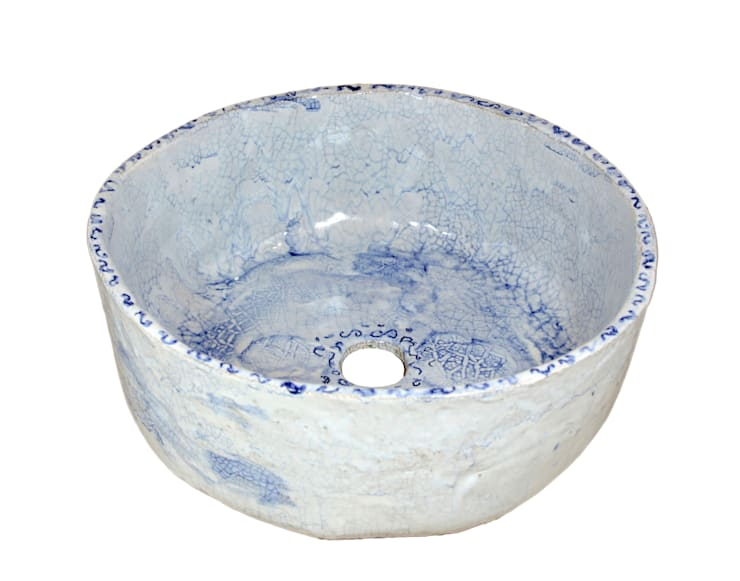 Błękitna umywalka ze spękaniami: styl , w kategorii Łazienka zaprojektowany przez Florisa