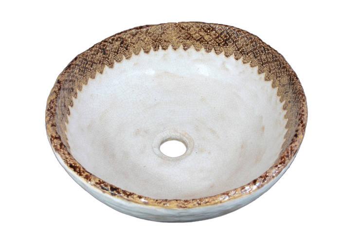 Ręcznie formowana umywalka z koronką: styl , w kategorii Łazienka zaprojektowany przez Florisa