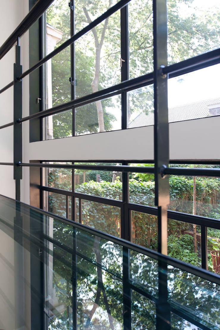 Complete verbouwing en inrichting herenhuis:  Gang en hal door Kodde Architecten bna