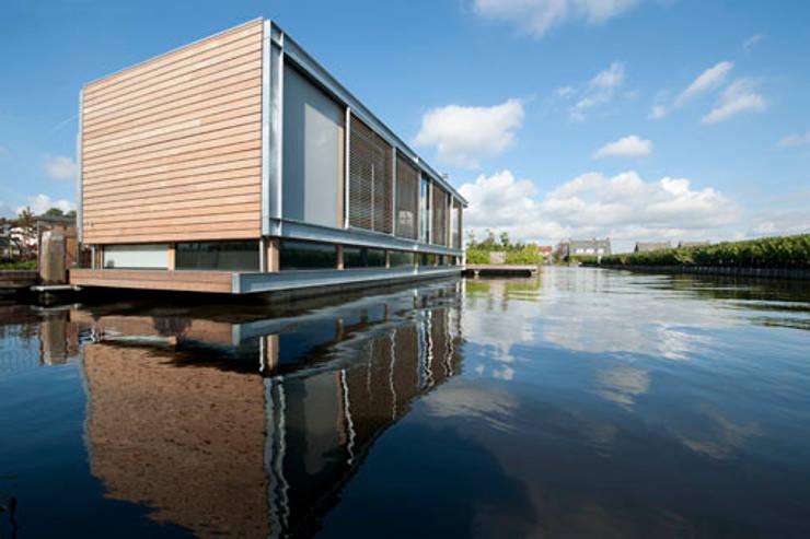 Woonboot in glas en staal:  Huizen door Kodde Architecten bna