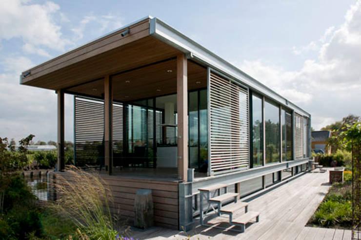 Woonboot in glas en staal:  Huizen door Kodde Architecten bna, Modern