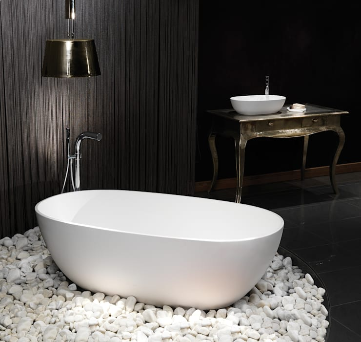 Cloud Stone Bath:  Bathroom by Waters Baths of Ashbourne