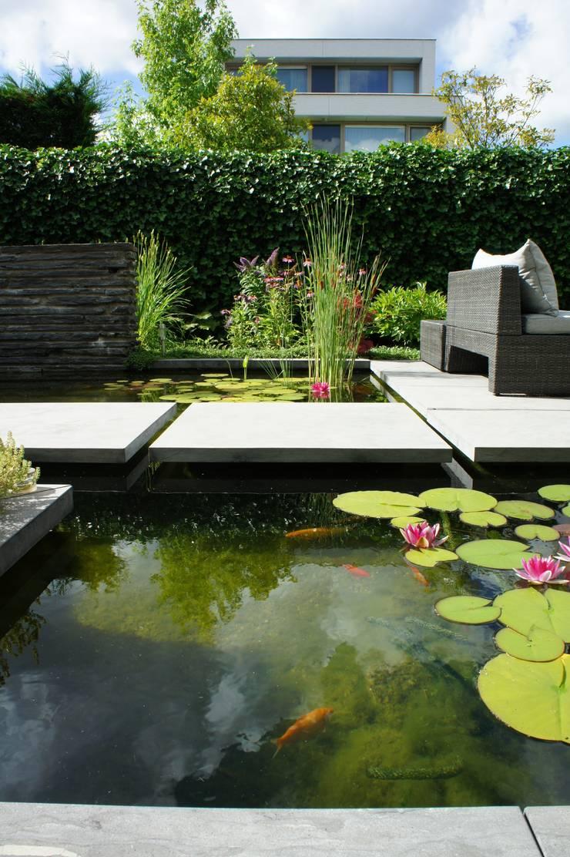Lush city garden design:  Tuin door RAW architectuurstudio, Modern