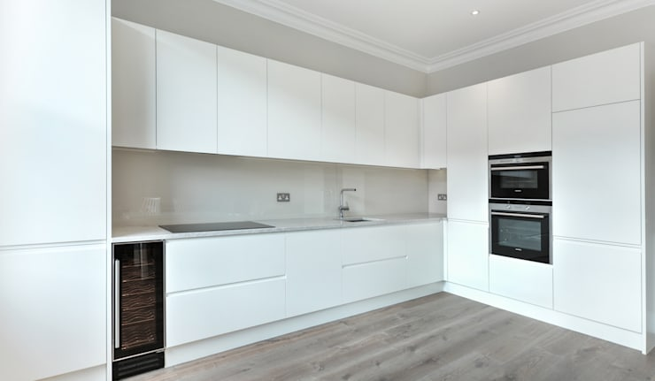 Kitchen :   by Temza design and build