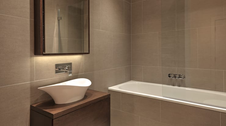 Bathroom:   by Temza design and build
