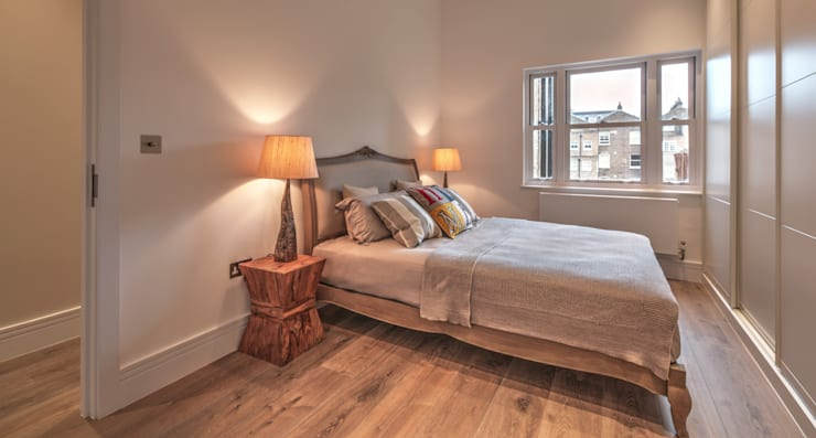 Bedroom:   by Temza design and build