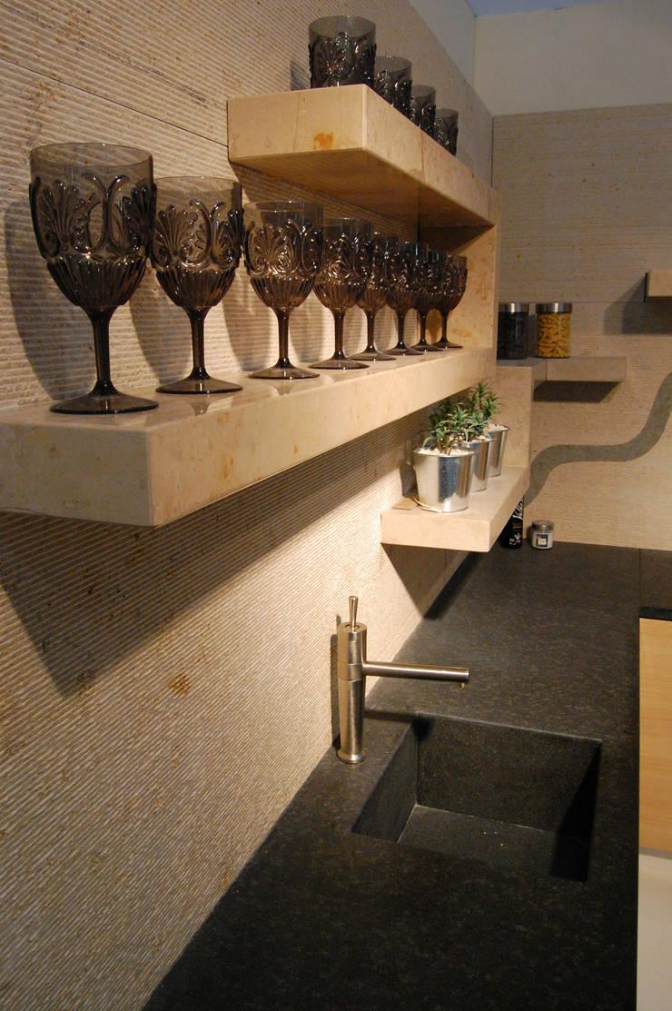 Victoria Dock kitchen:  Kitchen by Ogle luxury Kitchens & Bathrooms