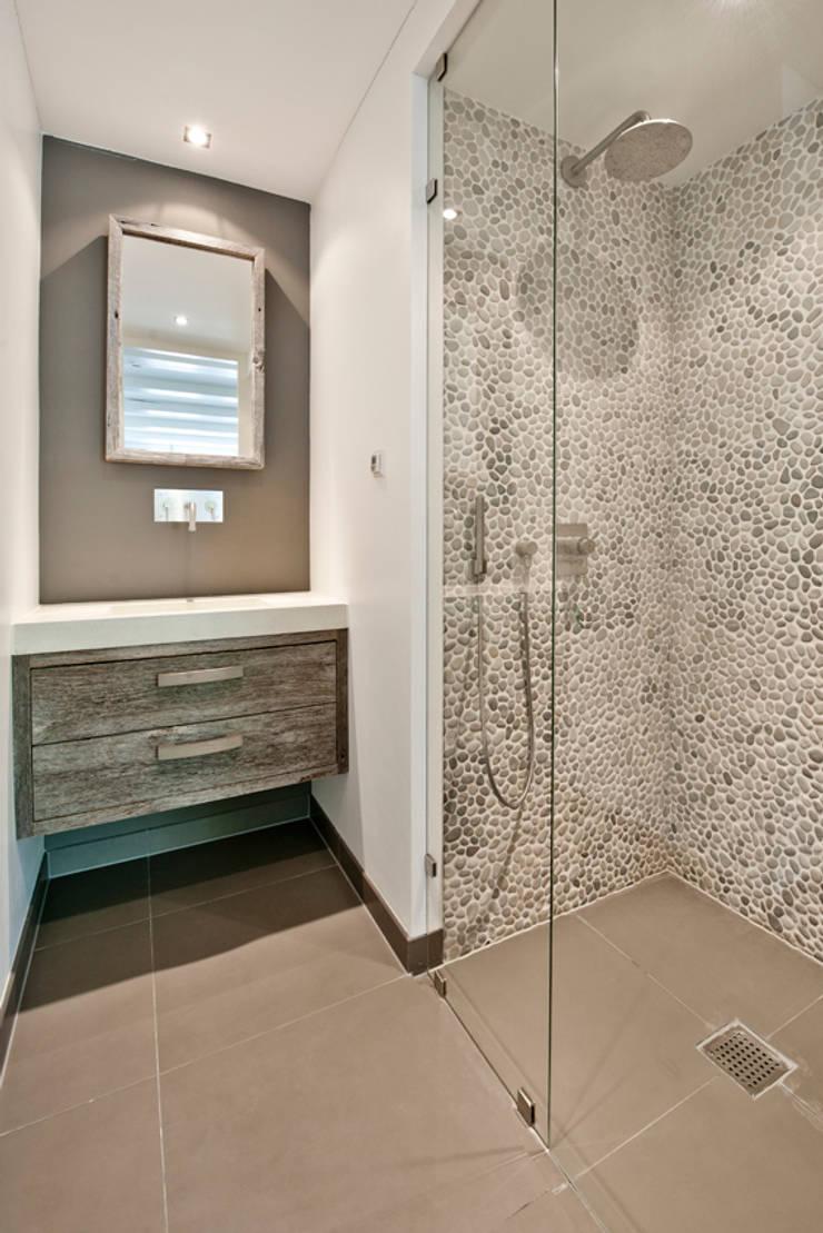 Vernieuwbouw grachtenpand:  Badkamer door Kodde Architecten bna