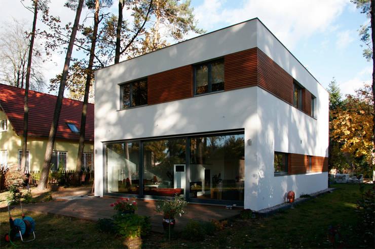 Casas de estilo moderno por steffen janke architekt
