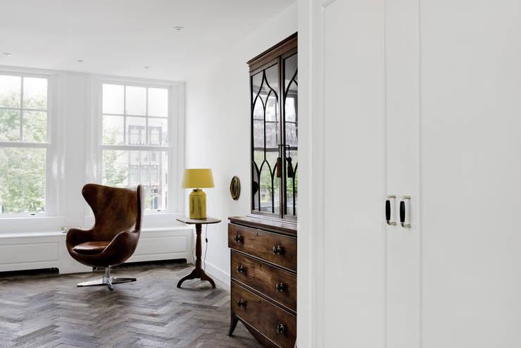 Renovatie appartement te Amsterdam:  Woonkamer door Kodde Architecten bna, Rustiek & Brocante