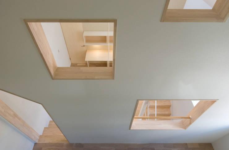 子供たちの洗面コーナー1: 山本陽一建築設計事務所が手掛けた浴室です。
