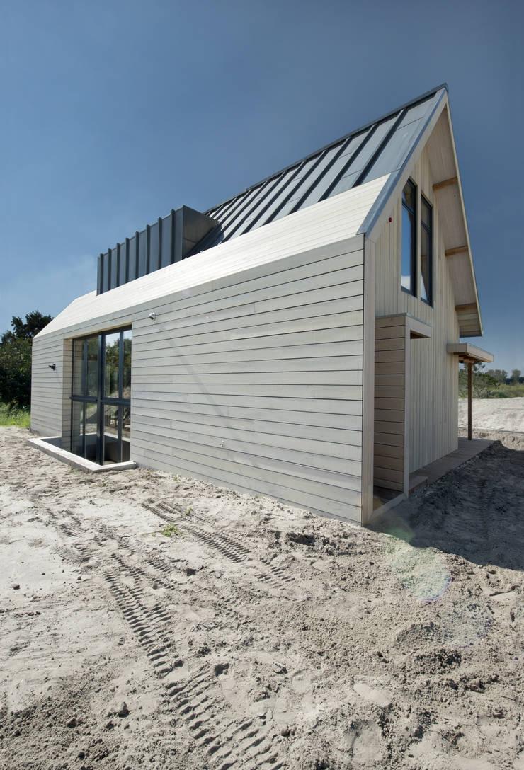 Duinvilla te Monster:  Huizen door Kodde Architecten bna