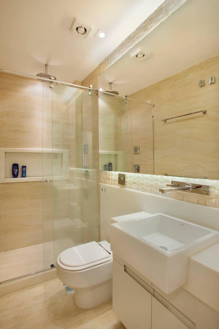 Banheiro do Casal: Banheiros  por Amanda Miranda Arquitetura