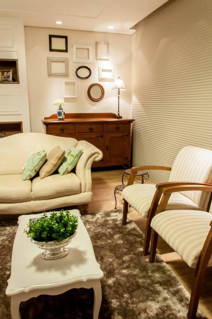 Residencial 29: Salas de estar  por Apê 102 Arquitetura