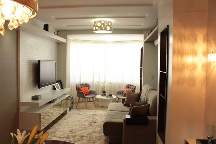 Residencial 17: Salas de estar  por Apê 102 Arquitetura,