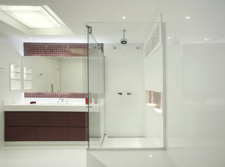 Banheiro: Banheiros modernos por Amanda Miranda Arquitetura