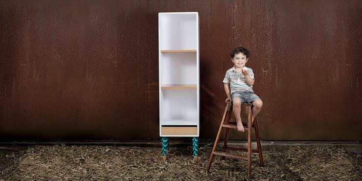 Elevato : Dormitorios infantiles  de estilo  por Kepot