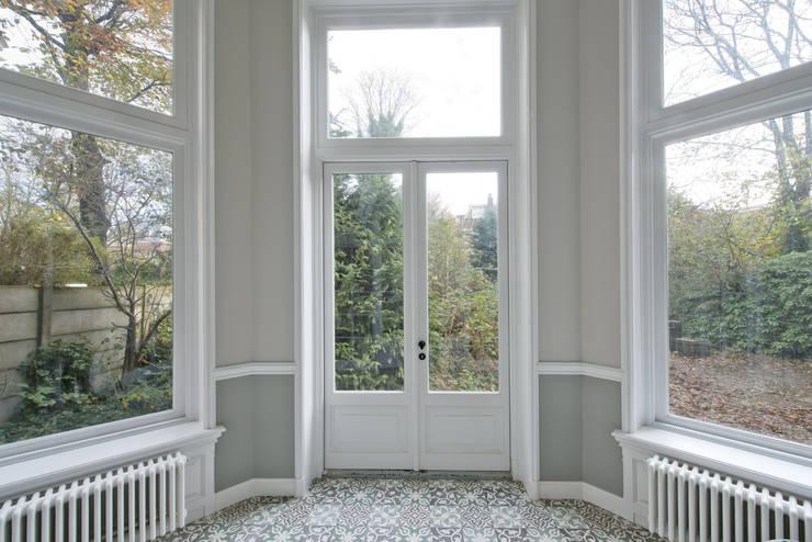 Jardins de inverno clássicos por Kodde Architecten bna