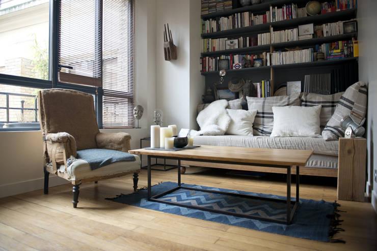 2 pièces de 28m2: Salon de style  par Atelier Grey