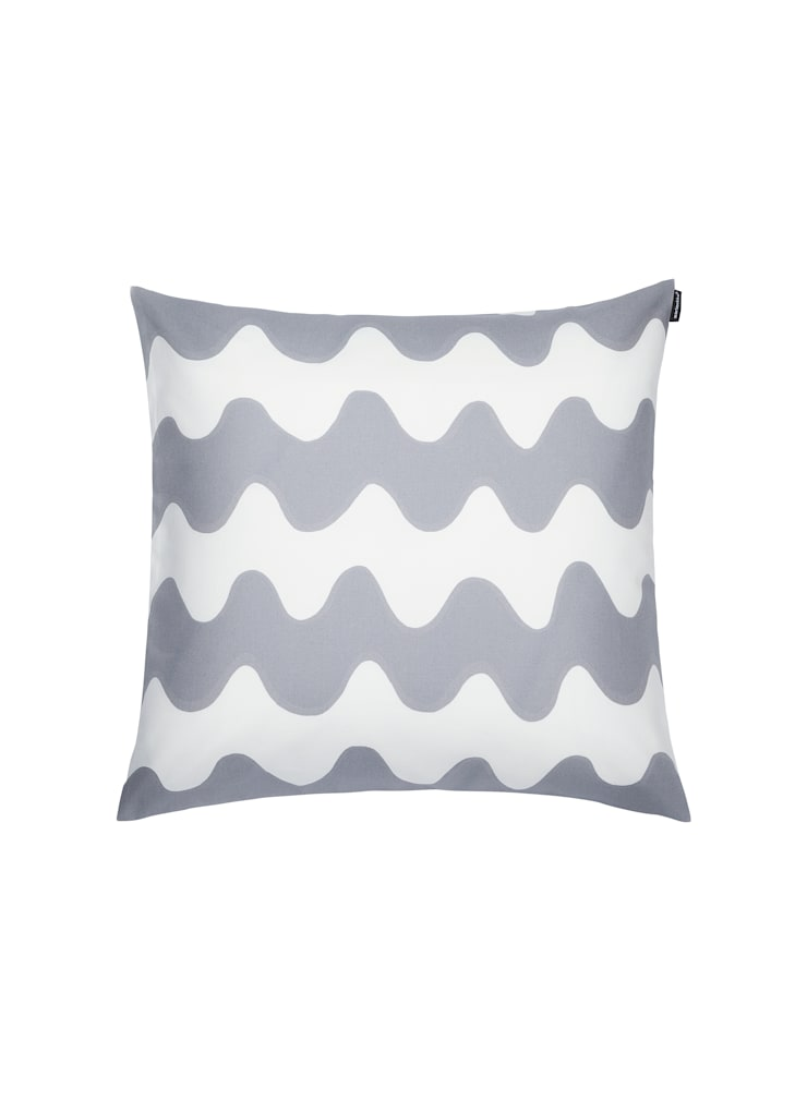 Pikku Lokki cushion cover:  Living room by Zanders And Sons