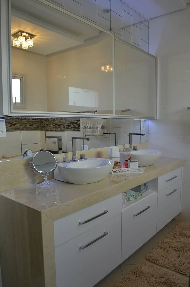 Destaque nos detalhes: Banheiros modernos por Ésse Arquitetura e Interiores