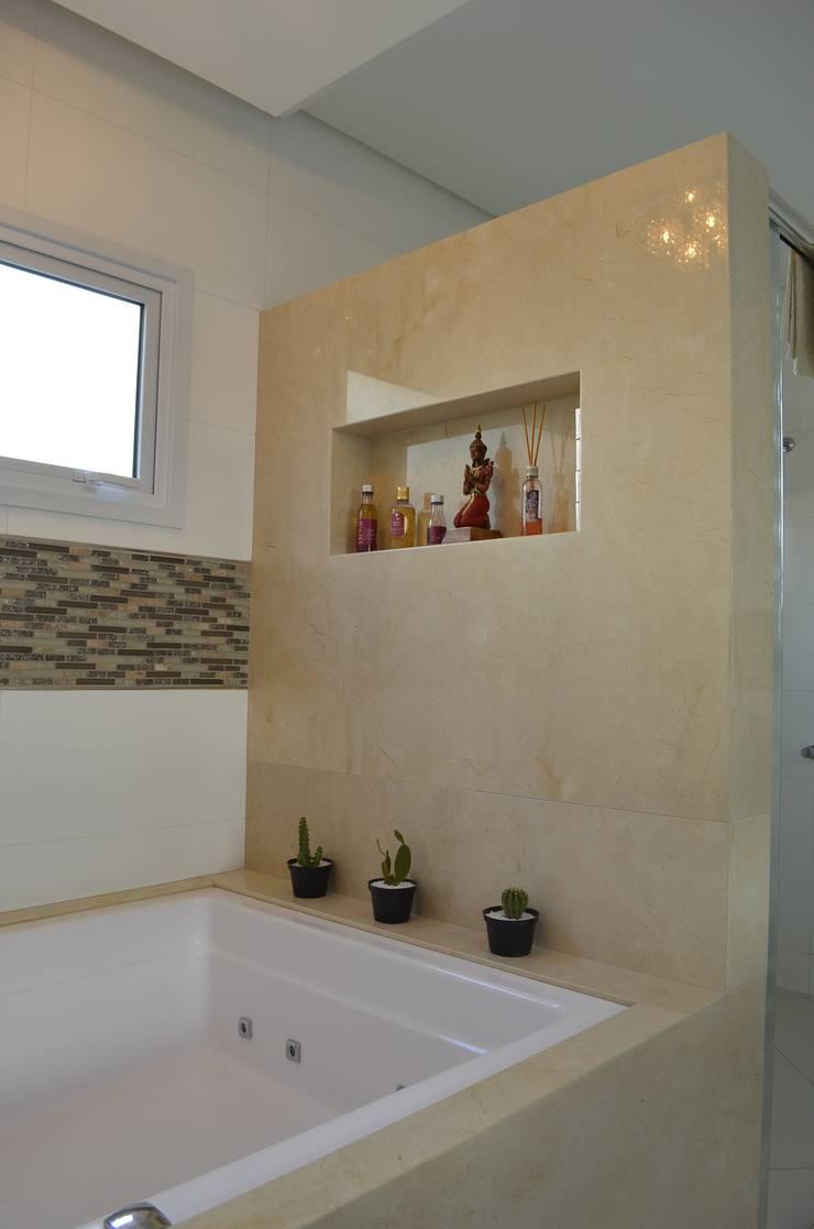 Destaque nos detalhes: Banheiros  por Ésse Arquitetura e Interiores