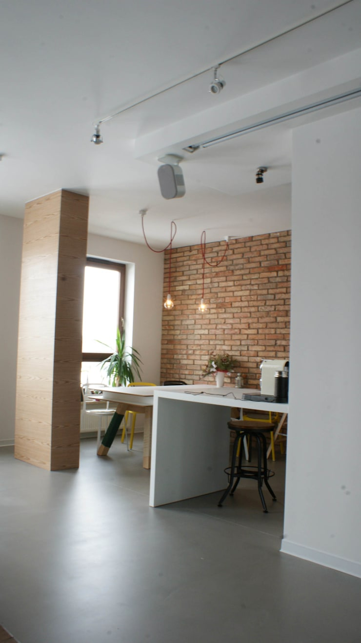 Industrial style dining room by t design Industrial