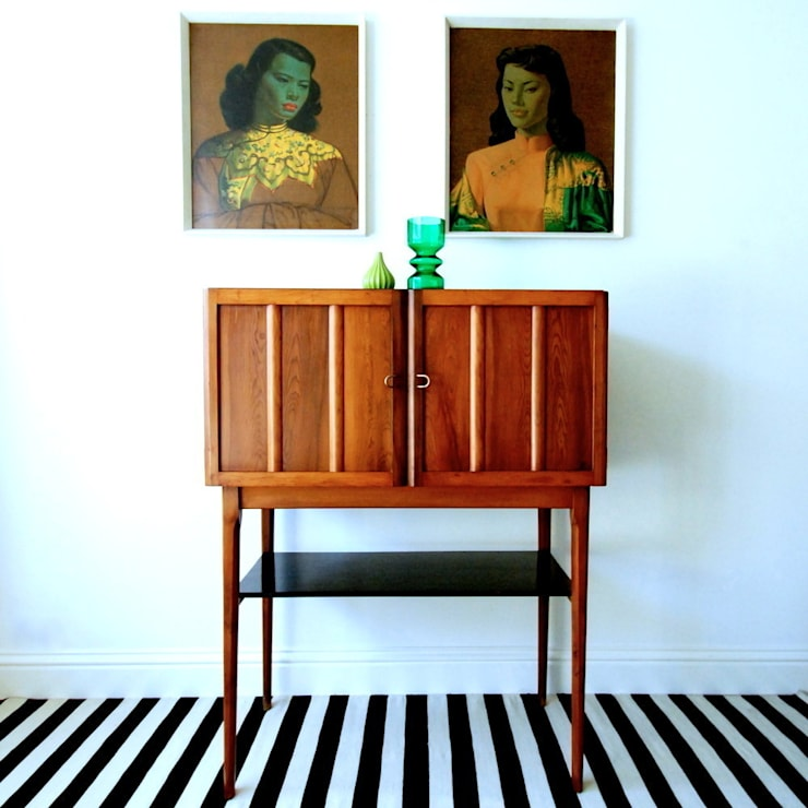 Cocktail cabinet.:  Living room by Zanders And Sons