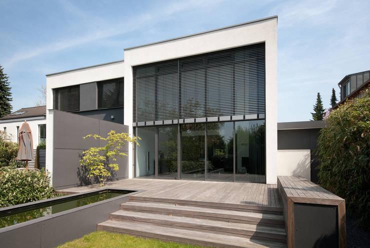 Haus K: minimalistischer Garten von K6architekten