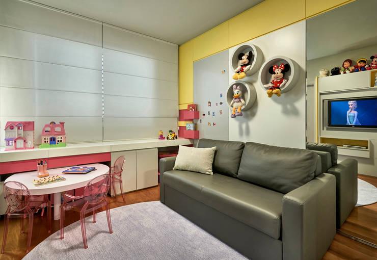 Apartamento Belvedere 2014: Quarto de crianças  por Gislene Lopes Arquitetura e Design de Interiores