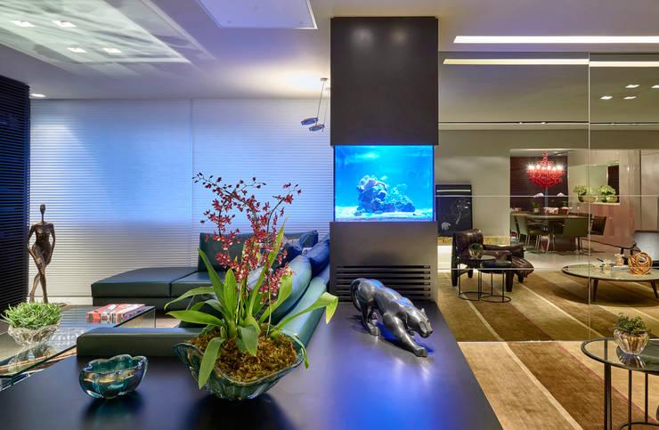 Living room by Gislene Lopes Arquitetura e Design de Interiores