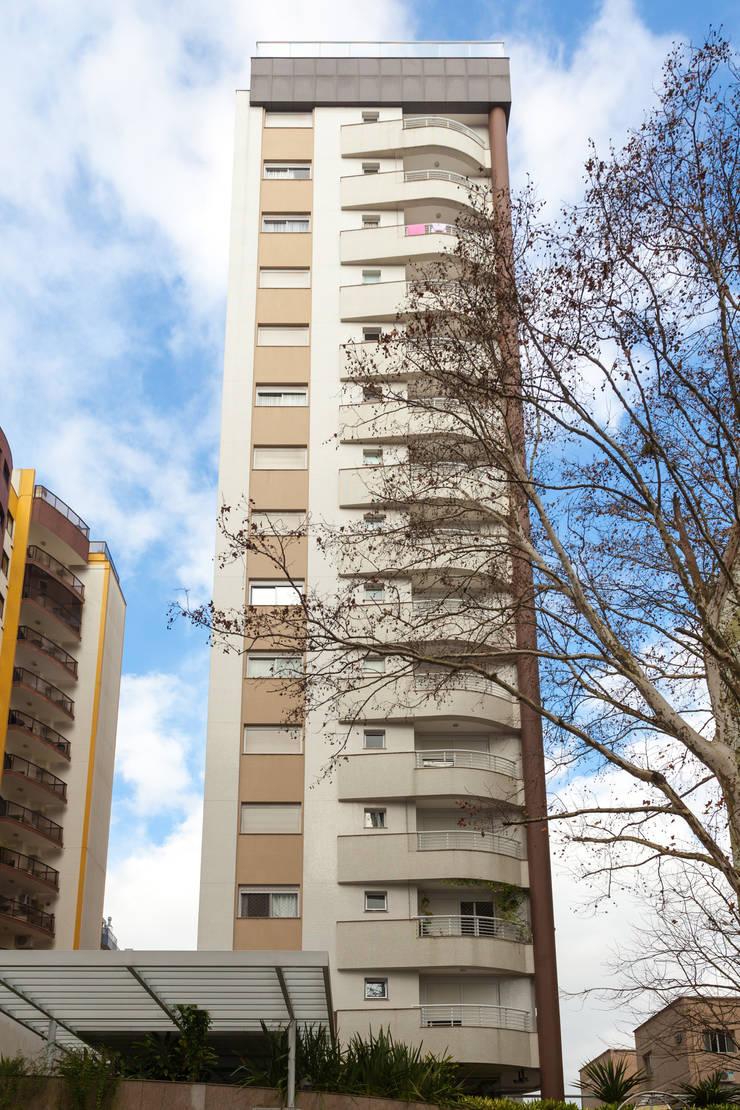 Solar dos Plátanos: Casas  por Mantovani e Rita Arquitetura,