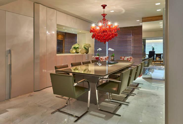 Apartamento Belvedere 2014: Sala de jantar  por Gislene Lopes Arquitetura e Design de Interiores