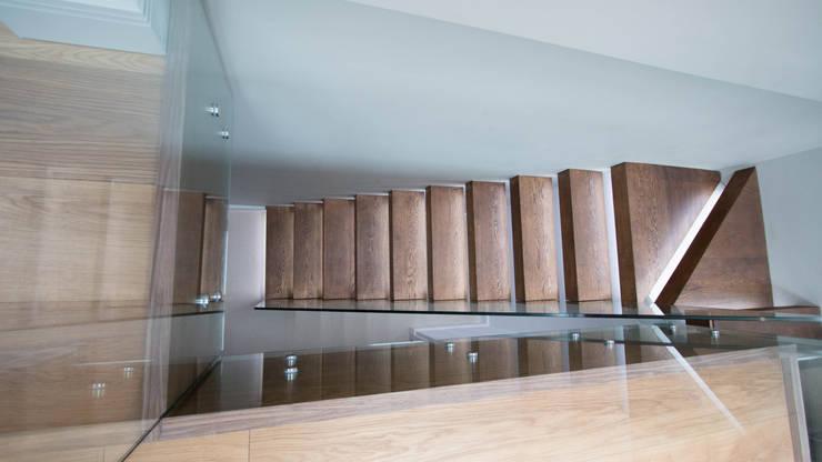 Walnut Floating Staircase :  Corridor, hallway & stairs by Railing London Ltd