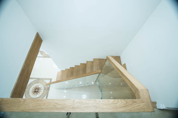 Floating Staircase with Chunky Oak Treads:  Corridor, hallway & stairs by Railing London Ltd