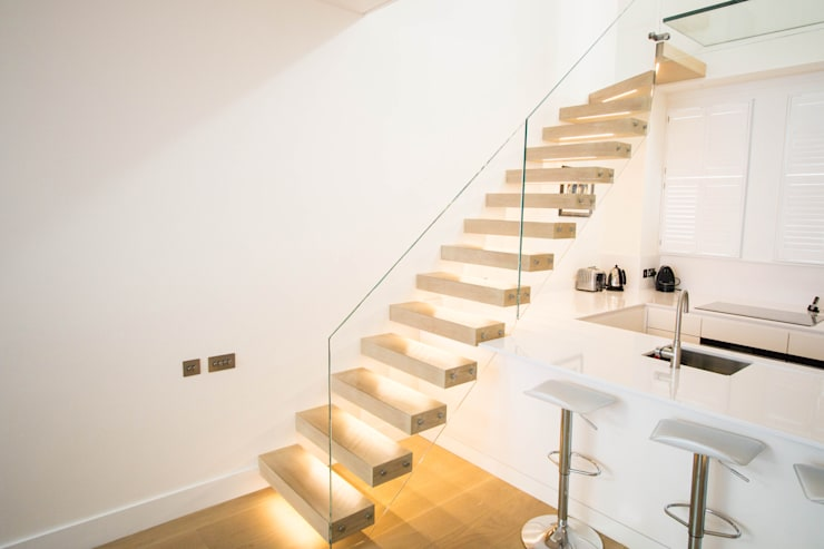 Floating Staircase with Oak Treads and LED Lights:  Corridor, hallway & stairs by Railing London Ltd
