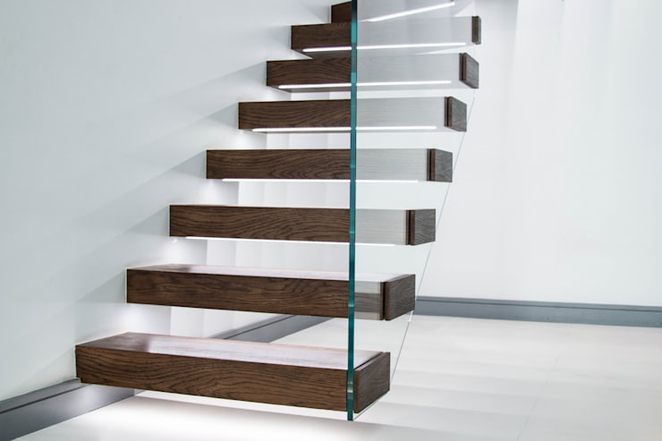 Exclusive Staircase Features Walnut Treads:  Corridor, hallway & stairs by Railing London Ltd
