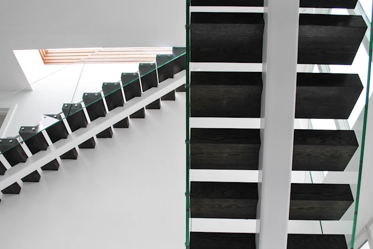 Exclusive Middle-spine Stairway:  Corridor, hallway & stairs by Railing London Ltd