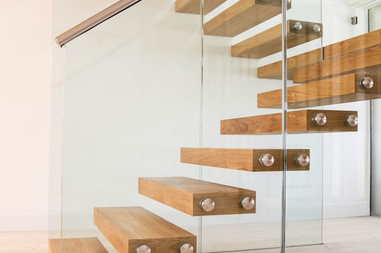 Floating Stairs with Chunky Treads and a Massive Landing:  Corridor, hallway & stairs by Railing London Ltd